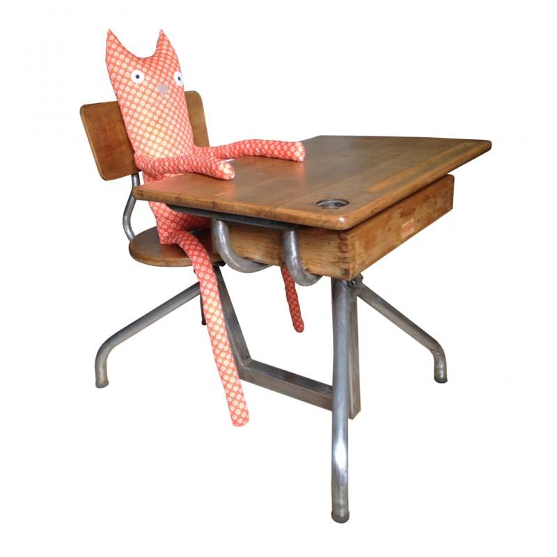 Pupitre écolier année 50, entièrement rénové. Métal et bois L'assise et le bureau sont réglables en hauteur 180 euros