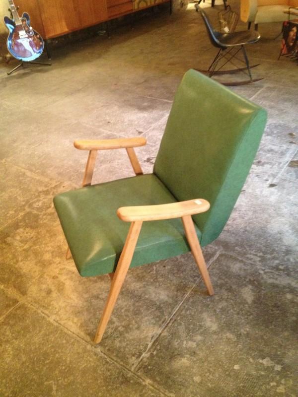 Fauteuil esprit scandinave skaï vert. Prix 290 €